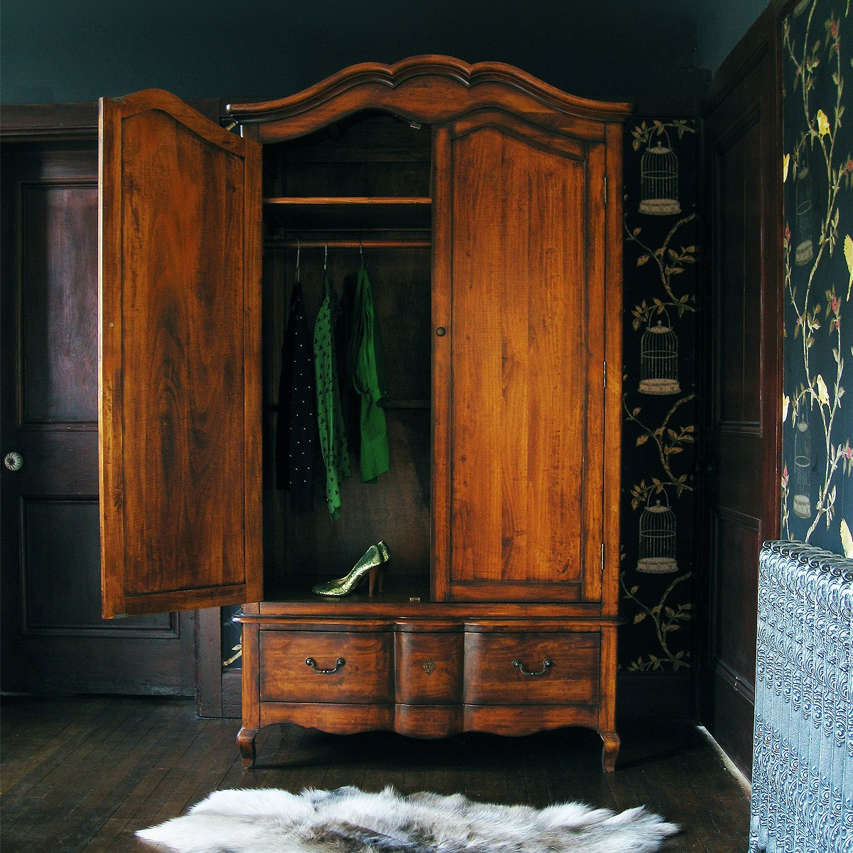 wardrobe closet antique wardrobe closet armoire. Black Bedroom Furniture Sets. Home Design Ideas