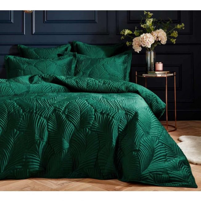 Utterly Splendid Quilted Velvet Bed Linen Set in Deep Emerald Green
