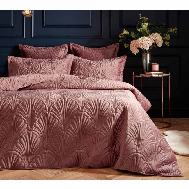 Quilted Pink Velvet Bed Linen Set in Soft Pink