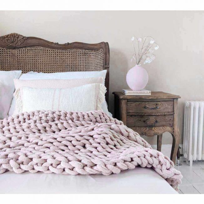 Cosy Wide Knit Pink Blanket