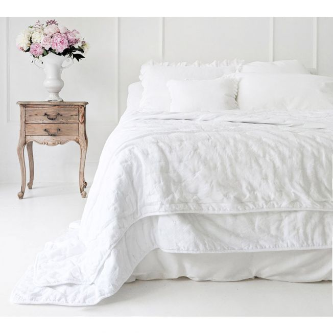 Peachskin Quilted Bedspread in Oyster White