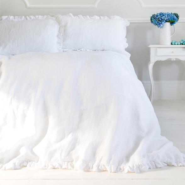 Classic Collections of Luxury Bed Linen for an Instant Bedroom Update