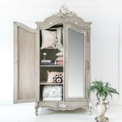 Storage with a Stylish Twist: How a Wardrobe Can Transform a Room