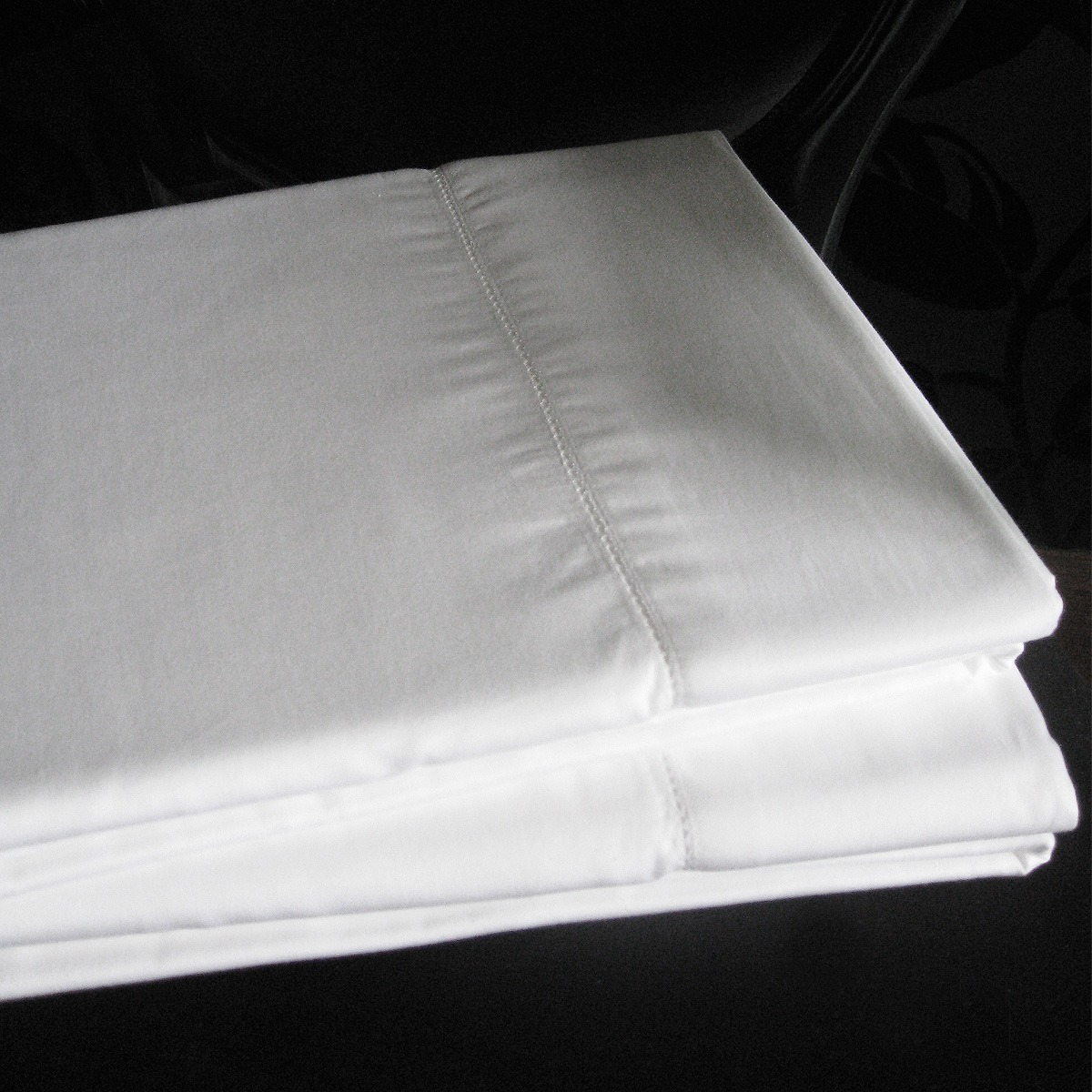 boutique 400 thread count white fitted or flat bed sheets french bedroom company. Black Bedroom Furniture Sets. Home Design Ideas