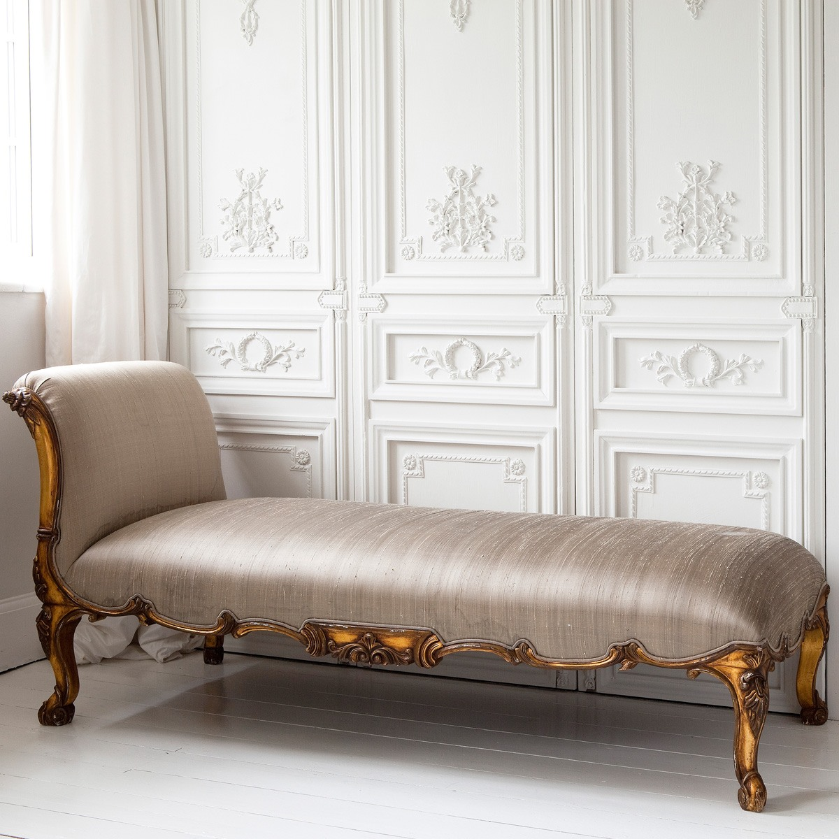 Versailles gold chaise longue french bedroom company for Chaise longue rotin