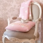 Queen of Hearts Pink and White Cushion